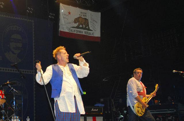 12.11.07 Brixton Academy, London, UK   © Sex Pistols Residuals (photo Dave Wainright)